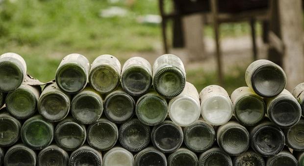 7 smart ideas to reuse glass bottles