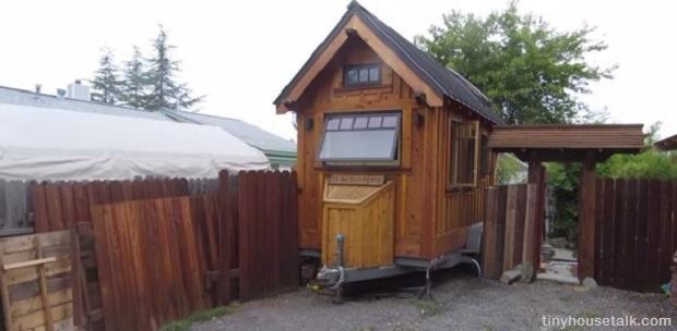 Gifford's Tiny House Superhero