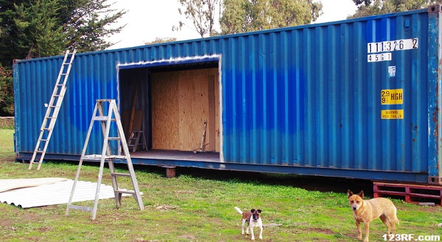 Pros and cons for building a container house survivopedia - Pros and cons of shipping container homes ...